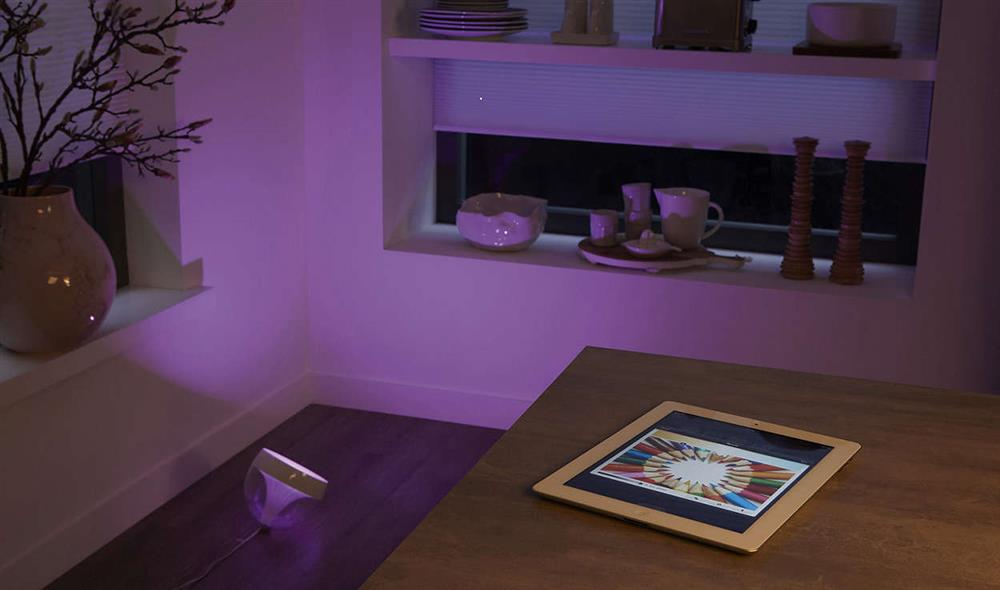 philips hue iris smarthome lampe gluehbirne. Black Bedroom Furniture Sets. Home Design Ideas